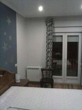 Alquier de Piso en Oviedo, Asturias para un máximo de 8 personas con  1 dormitorio