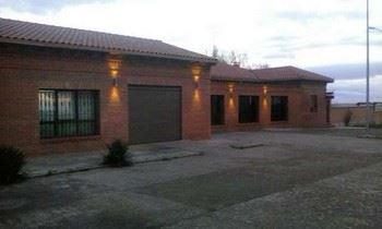 Alquier de Villa en Valderas, León para un máximo de 11 personas con 6 dormitorios