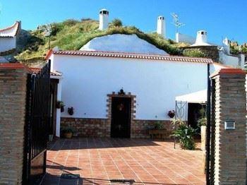Alquier de Cueva en Guadix, Granada para un máximo de 8 personas con 3 dormitorios