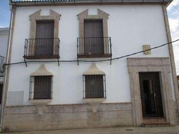 Alquier de Casa en Cuevas del Becerro, Málaga para un máximo de 6 personas con 3 dormitorios