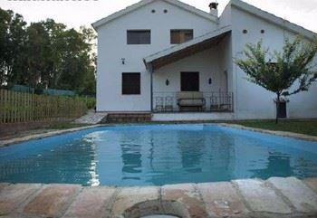 Alquier de Casa en Montemayor, Córdoba para un máximo de 10 personas con 5 dormitorios