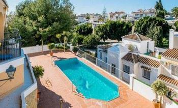 Alquier de Casa en Nerja, Málaga para un máximo de 7 personas con 3 dormitorios