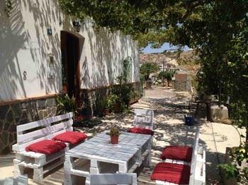 Alquier de Villa en Aljariz, Almería para un máximo de 10 personas con 5 dormitorios