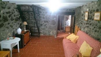 Alquier de Casa en Candeleda, Ávila para un máximo de 4 personas con 2 dormitorios