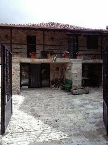 Alquier de Casa rural en Castro Caldelas, Ourense para un máximo de 11 personas con 5 dormitorios