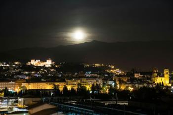 Alquier de Ático en Granada, Granada para un máximo de 8 personas con 3 dormitorios