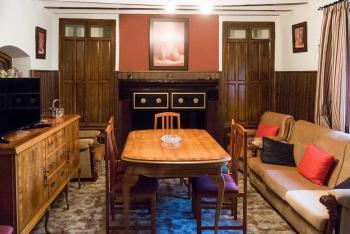 Alquier de Casa en Cortijos Nuevos, Jaén para un máximo de 12 personas con 6 dormitorios