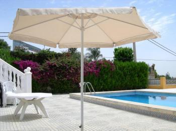 Alquier de Villa en Tomares, Sevilla para un máximo de 15 personas con 7 dormitorios
