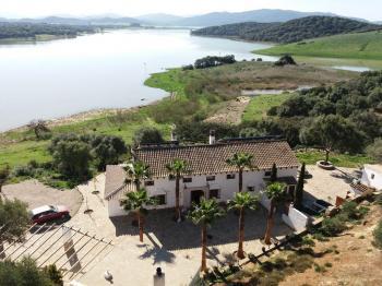 Alquier de Villa en Alcalá de los Gazules, Cádiz para un máximo de 8 personas con 4 dormitorios