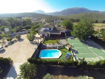 Alquier de Casa rural en Villanueva del Trabuco, Málaga para un máximo de 14 personas con 4 dormitorios