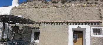Alquier de Cueva en Baza, Granada para un máximo de 6 personas con 3 dormitorios