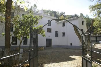 Alquier de Casa rural en Estación De Salinas, Málaga para un máximo de 25 personas con 7 dormitorios