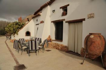 Alquier de Cueva en Fonelas, Granada para un máximo de 4 personas con 2 dormitorios