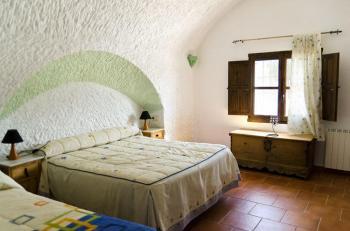 Alquier de Cueva en Fonelas, Granada para un máximo de 8 personas con 3 dormitorios