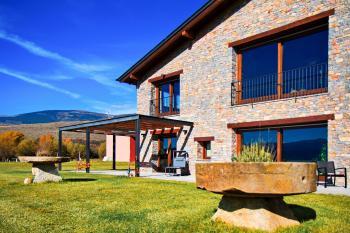 Alquier de Villa en Bolvir, Girona para un máximo de 14 personas con 7 dormitorios