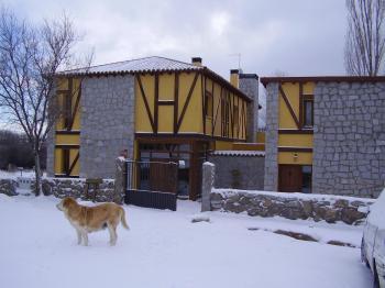 Alquier de Casa rural en Narros del Puerto, Ávila para un máximo de 16 personas con 7 dormitorios