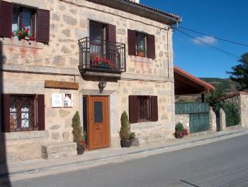 Alquier de Casa rural en Hoyos del Espino, España para un máximo de 6 personas con 3 dormitorios