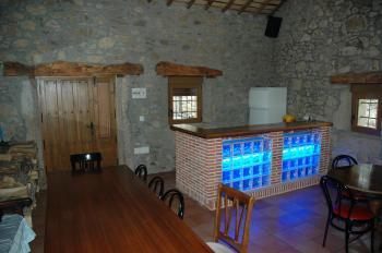 Alquier de Casa rural en Navalonguilla, Ávila para un máximo de 8 personas con 4 dormitorios