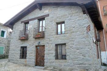 Alquier de Casa rural en Navaluenga, Ávila para un máximo de 6 personas con 2 dormitorios